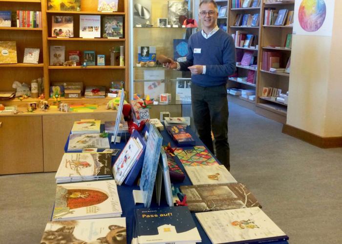 Buchhandlung am Goetheanum: Neuer Co-Geschäftsführer Claude Million
